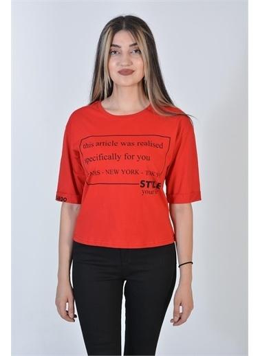 Zeren Kadın Kırmızı Yazı Baskılı Katlama Kol Tişört Kırmızı